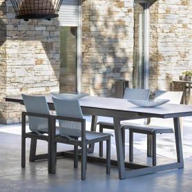 SKAAL stapelbarer Stuhl aus Duratek Teak und Batyline Eden Canvas Heidekraut weiß